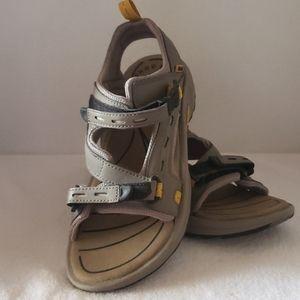 Teva   Women's Kenetic Circuit Leather Sandals SZ9